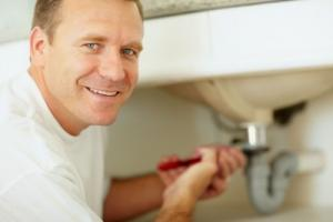 a Gilroy plumbing contractor is repairing a clogged sink